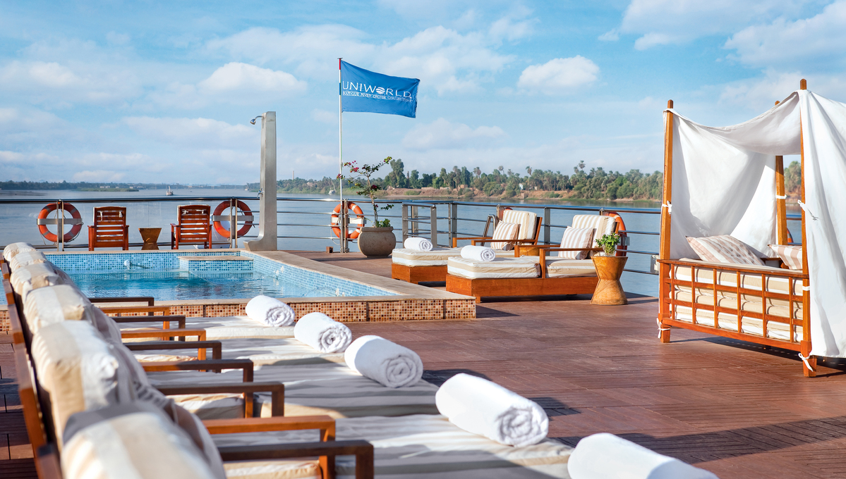 Uniworld River Tosca - Pool deck