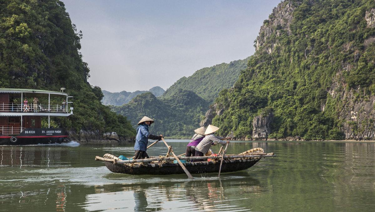 Vietnam, Cambodia and Mekong river cruises - Pandaw in Ha Long Bay