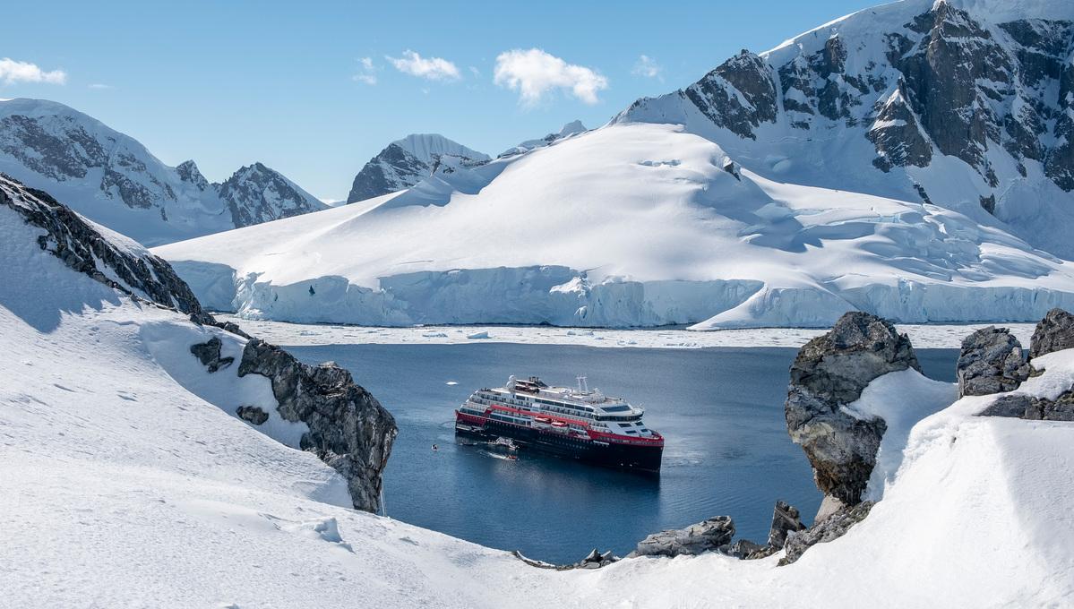 Hurtigruten Roald Amundsen review - Antarctica expedition (photo by Andrea Klaussner)