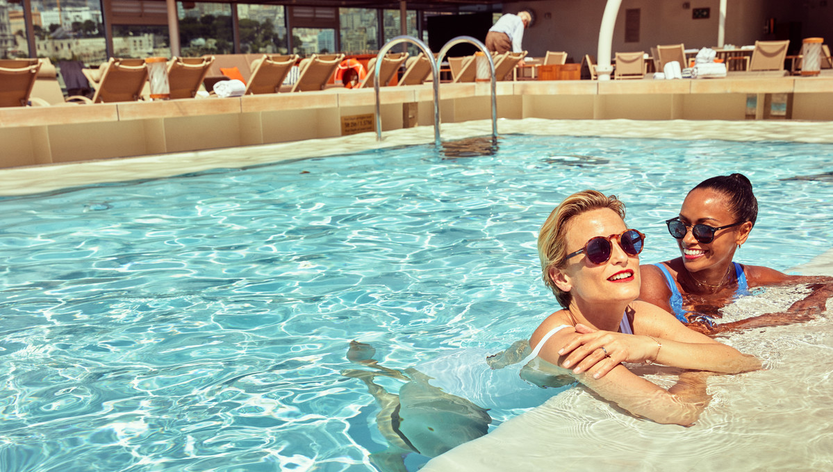 Pool on board Seabourn Encore, one of our top tips for first time luxury cruisers