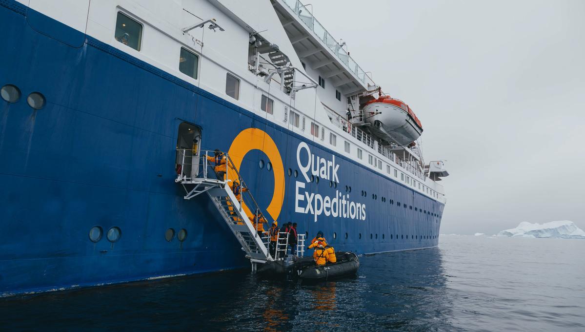 Quark Expeditions - Ocean Diamond - Boarding zodiacs