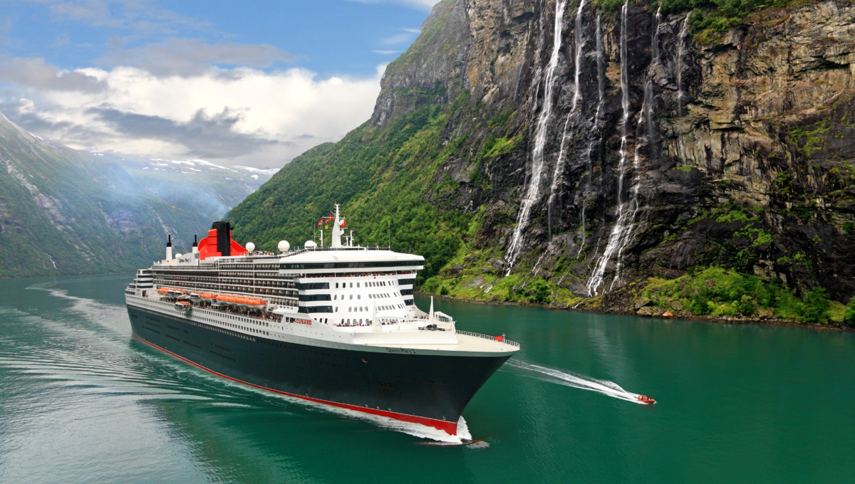 Queen Mary 2 in Fjords