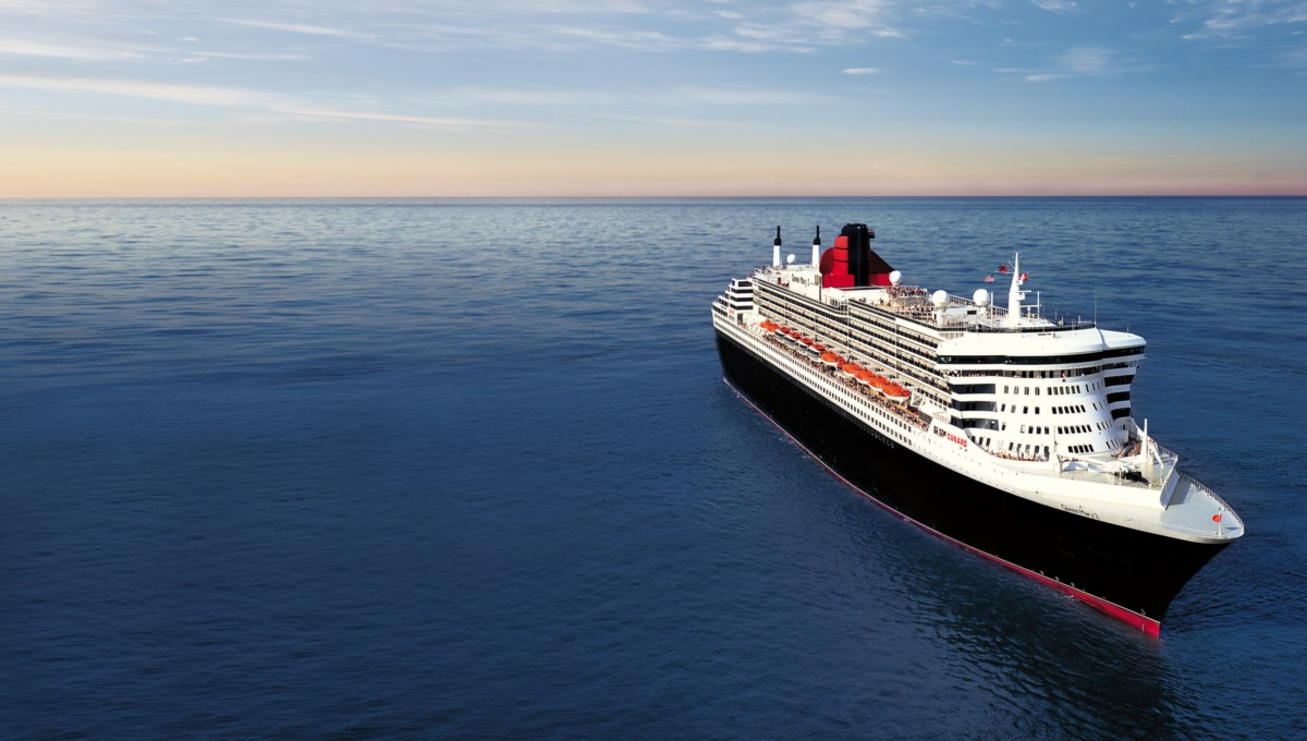 Queen Mary 2 with extended ocean