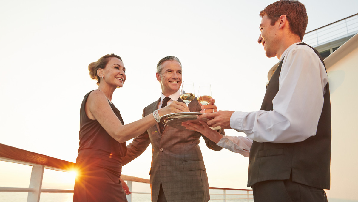 Service on board Seabourn, one of the best options for a Grand Voyage