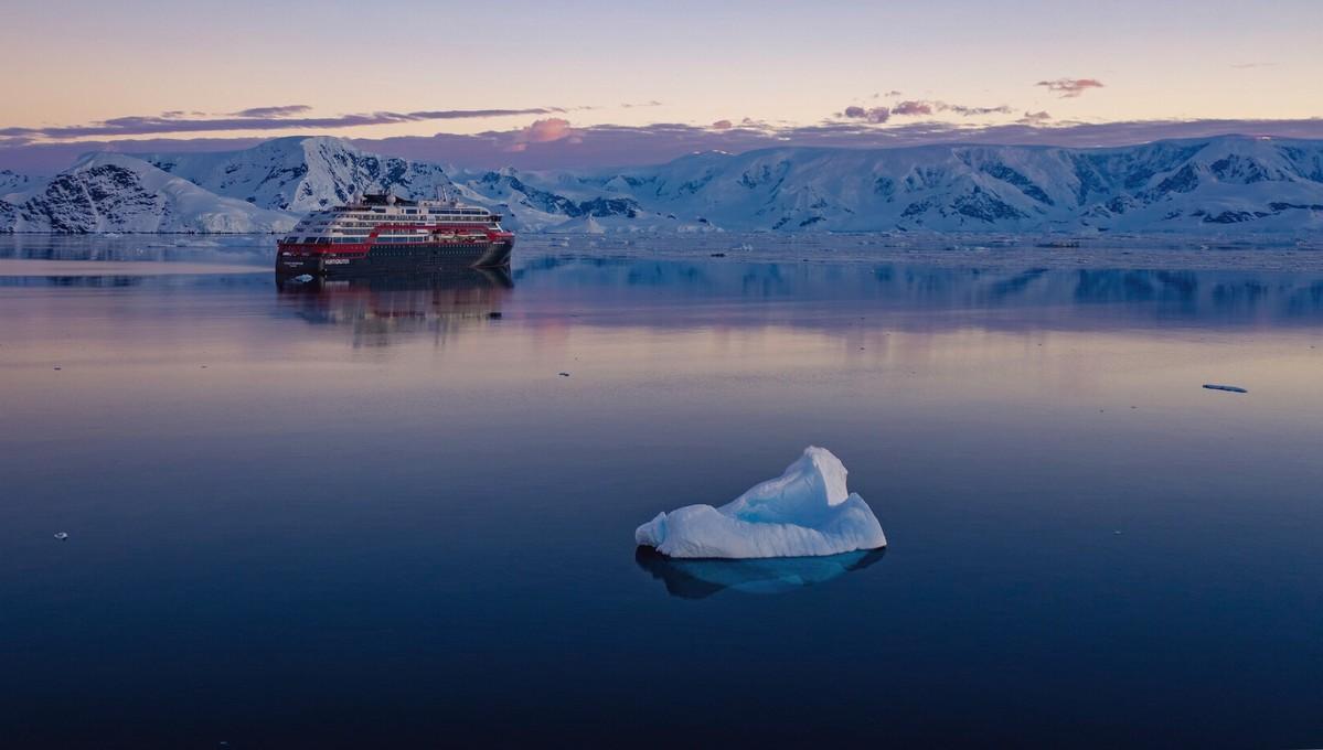 Hurtigruten Expeditions - MS Roald Amundsen in Antarctica