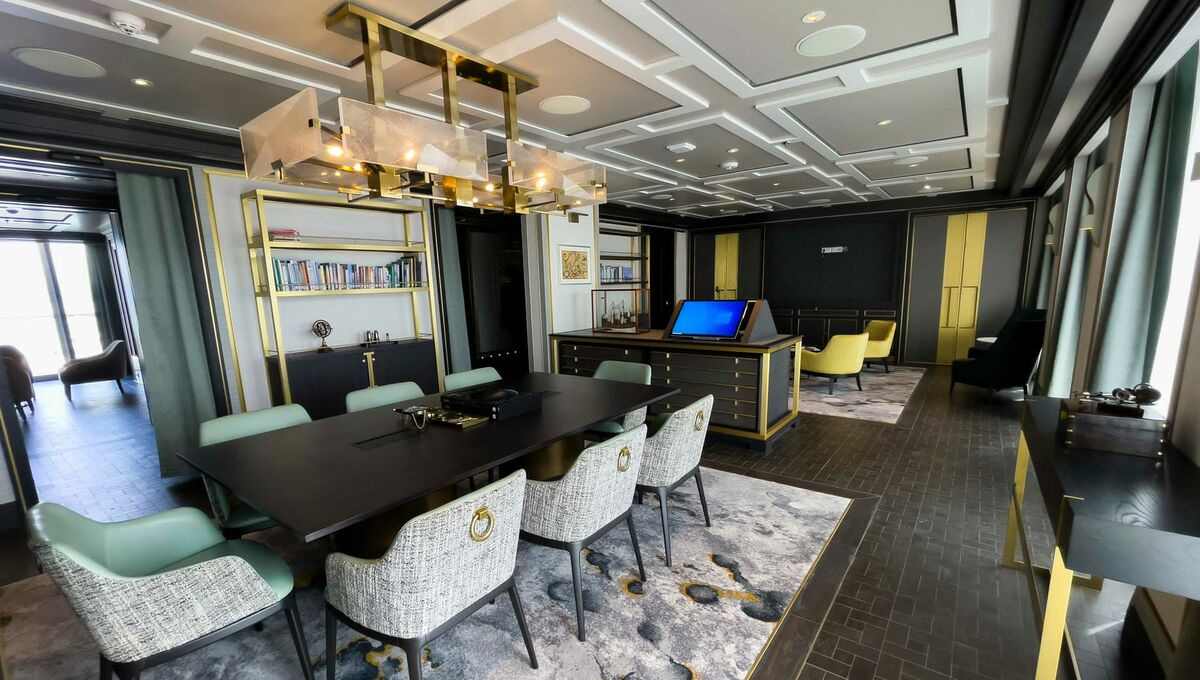 Crystal Endeavor - Expedition Lounge