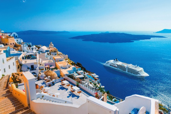 Silversea cruises - Silver Muse in Santorini