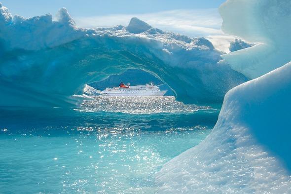 Hapag-Lloyd Cruises - MS Bremen in Ummannaq, Greenland