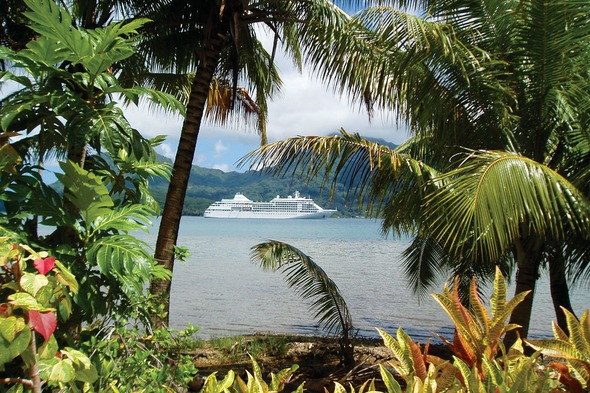 Silver Whisper in Tahiti
