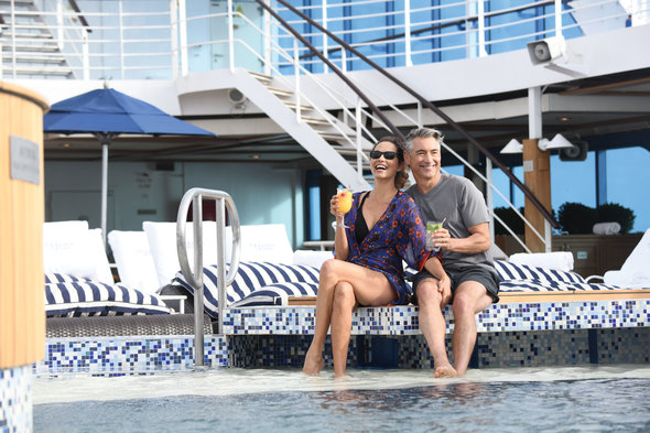 Oceania Insignia - Couple on pool deck