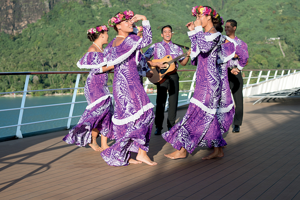 Paul Gauguin Cruises - Gauguines dancing