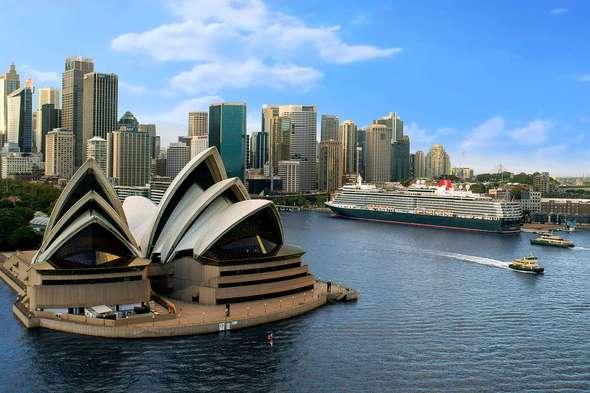 Cunard's Queen Elizabeth in Sydney, Australia