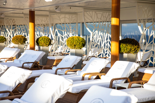 Seven Seas Splendor pool deck
