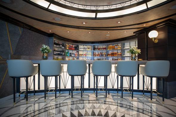 Regent Seven Seas Splendor - Chartreuse bar