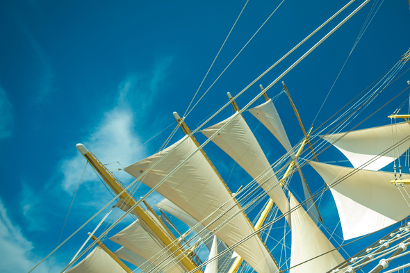 Tradewind Voyages - Golden Horizon sails