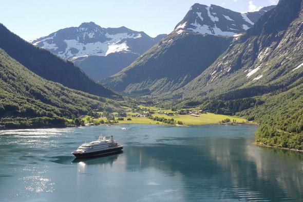 SeaDream Yacht Club cruising the Norwegian Fjords