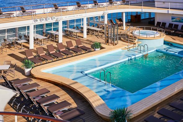 Silver Shadow - Pool deck
