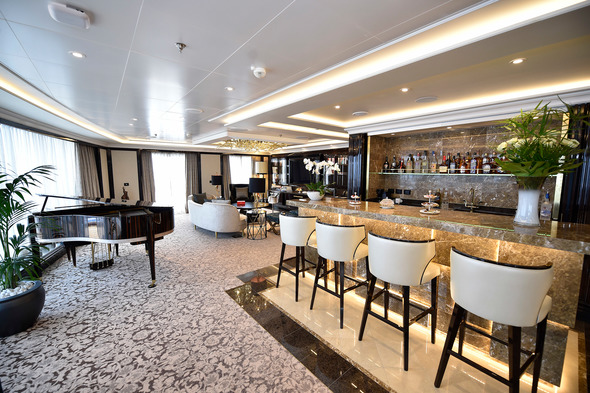 Regent Seven Seas Explorer - Regent Suite bar