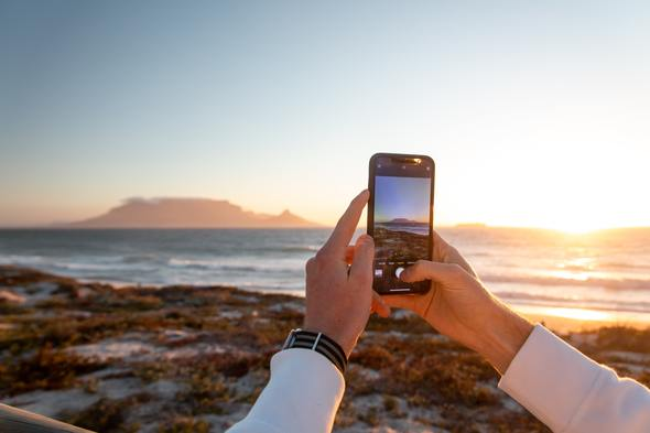 Photographing Table Mountain, South Africa using a smartphone