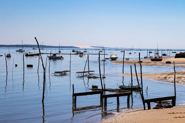 Oyster fishing in Arcachon on the Gironde Estuary
