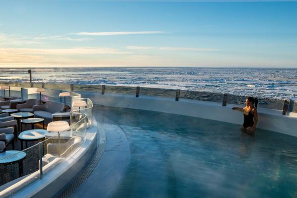 Le Commandant Charcot - Blue Lagoon pool