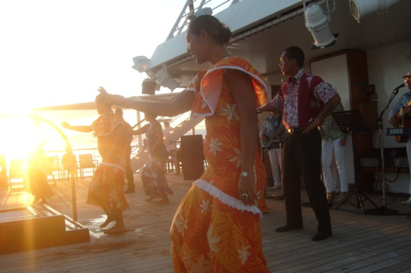 Paul Gauguin Cruises - Entertainment on board