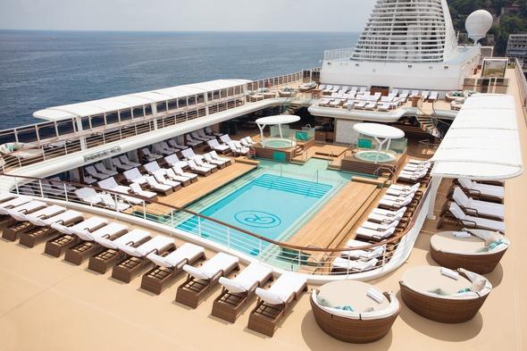 Regent Seven Seas Explorer - Pool deck