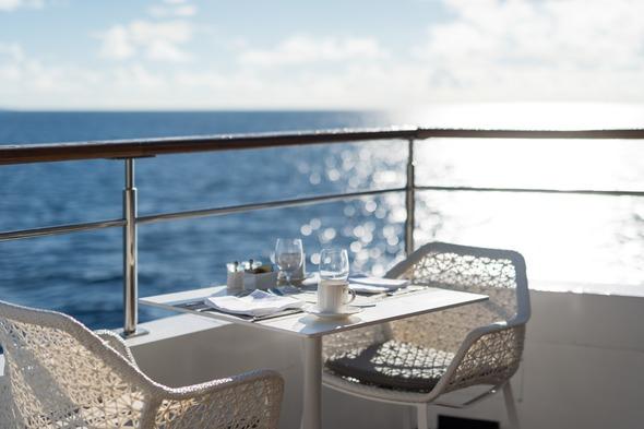 Crystal Esprit - Patio Café terrace