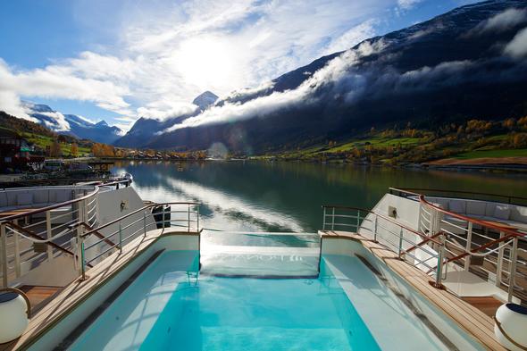 Ponant - Le Champlain pool