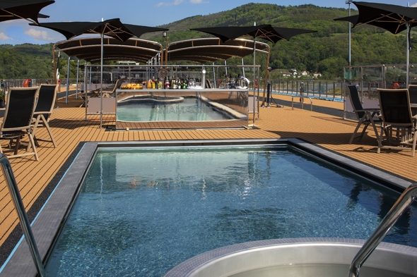 AmaMagna - Swimming pool and Sky Bar