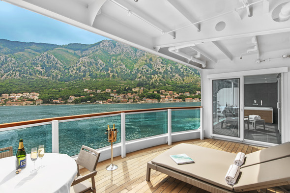 Seabourn Ovation - Suite balcony