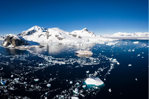 A polar expedition cruise on Hanseatic Nature. But should you choose the Arctic or the Antarctic?