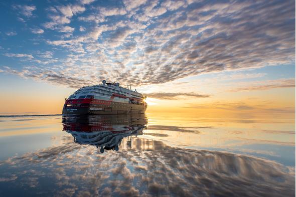 Hurtigruten - MS Roald Amundsen in Canada
