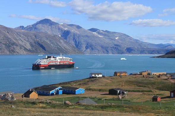 Hurtigruten - MS Roald Amundsen in Qassiarsuk, Greenland