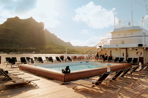 MS Paul Gauguin - Pool deck