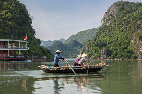 Vietnam, Cambodia and Mekong river cruises - Pandaw in Ha Long Bay