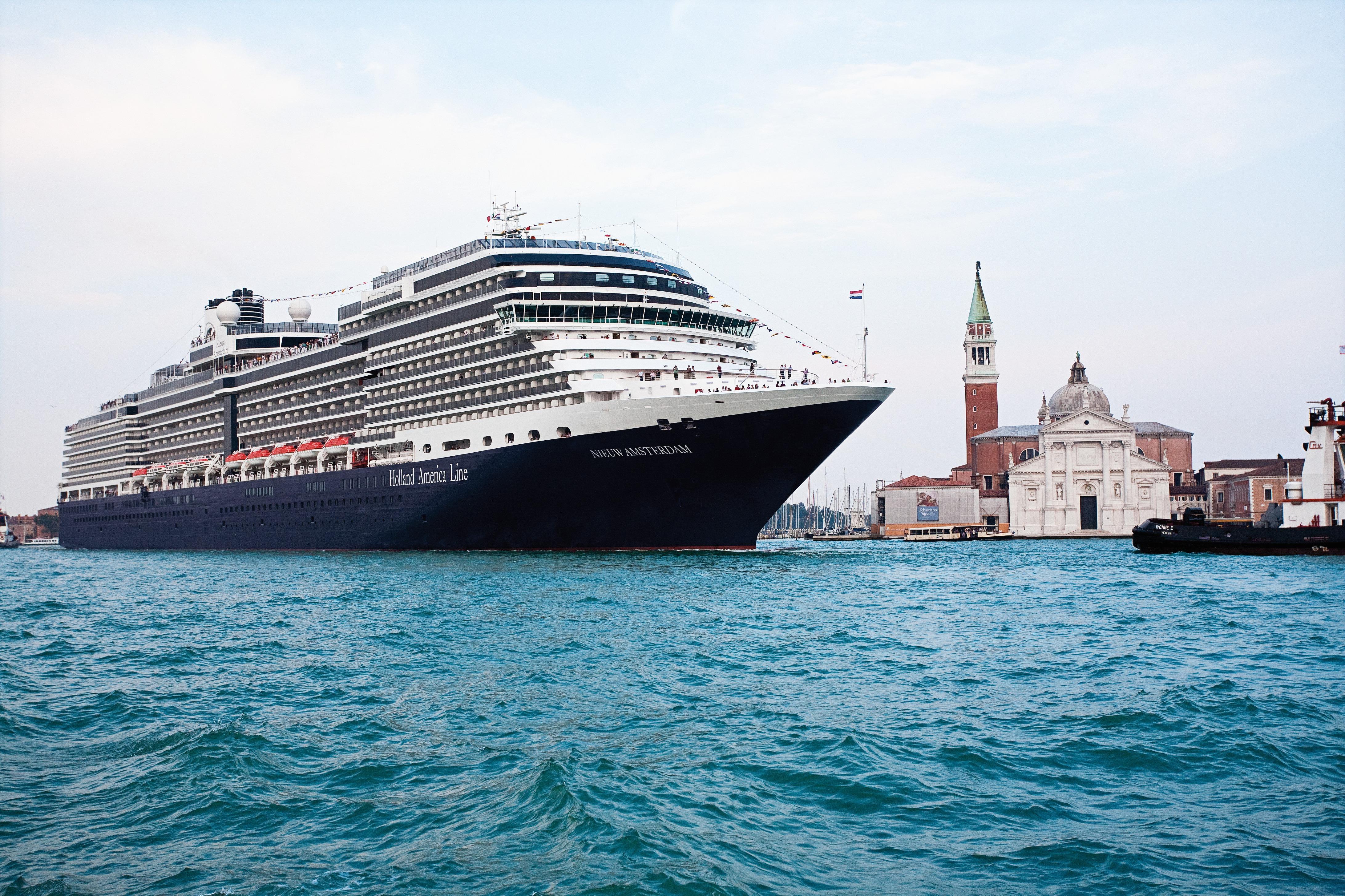 Holland America Line cruises - MS Nieuw Amsterdam in Venice