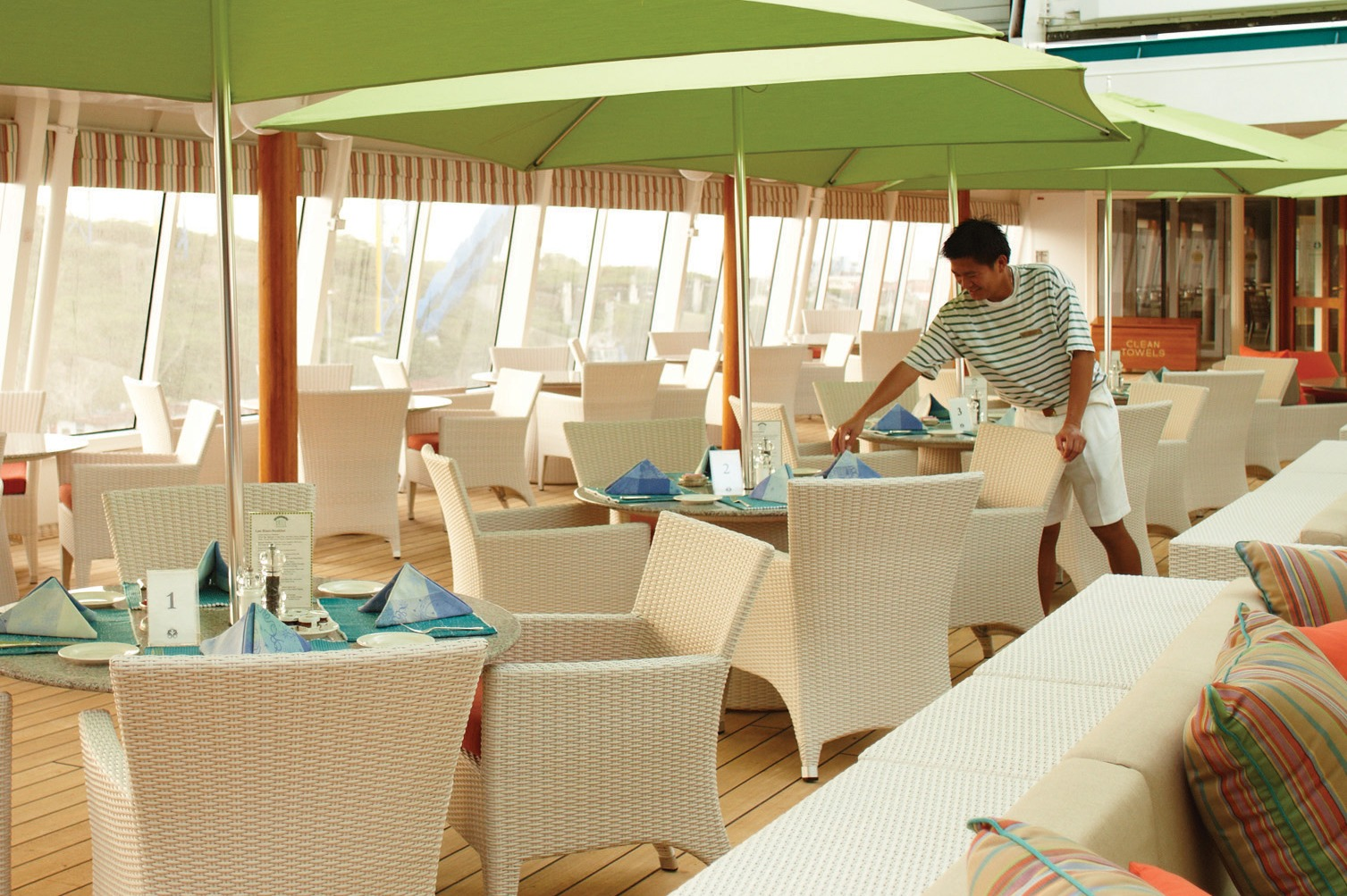 Crystal Cruises - Crystal Symphony Trident Bar and Grill