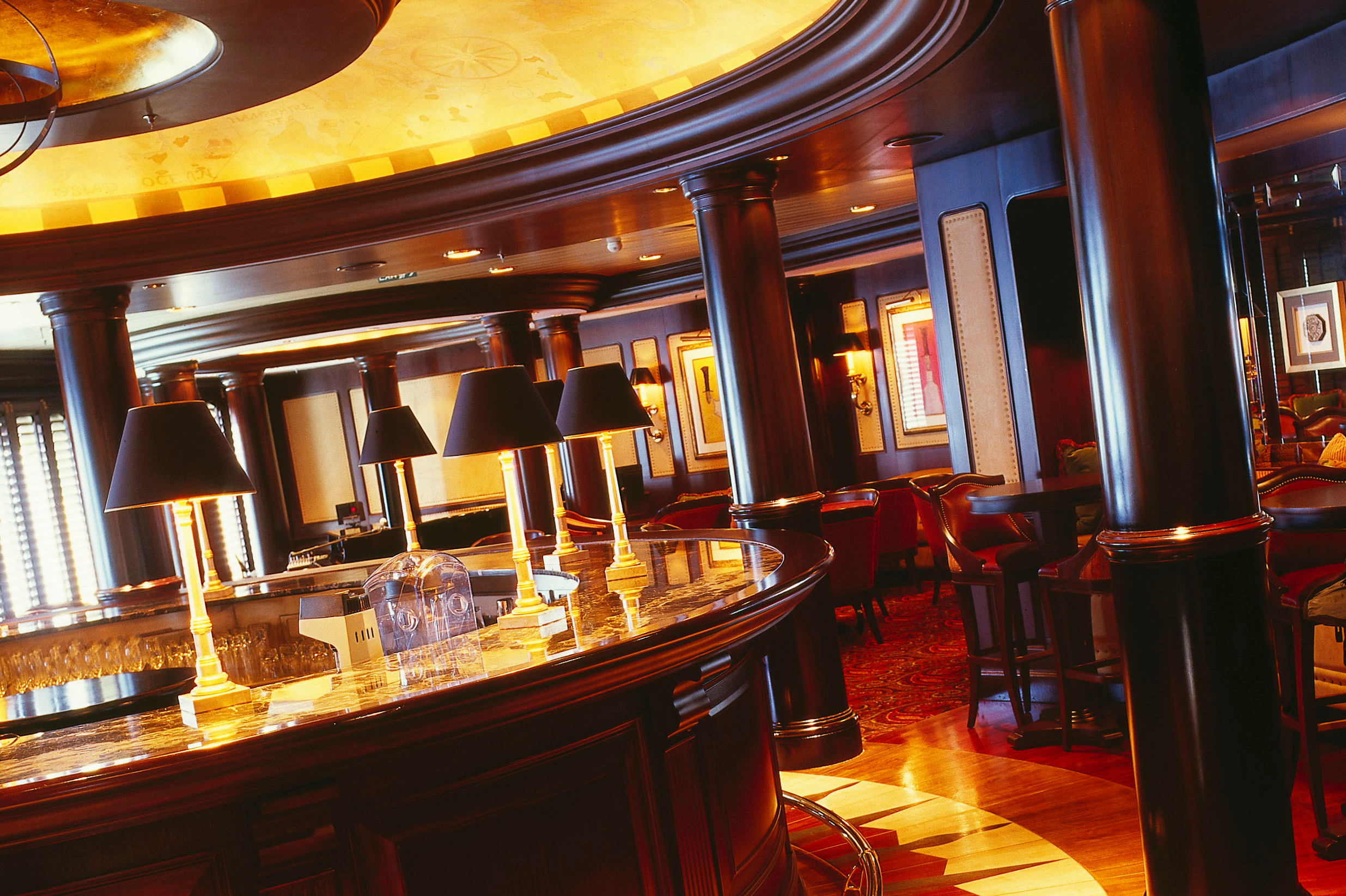 Crystal Cruises - Crystal Serenity Avenue Saloon