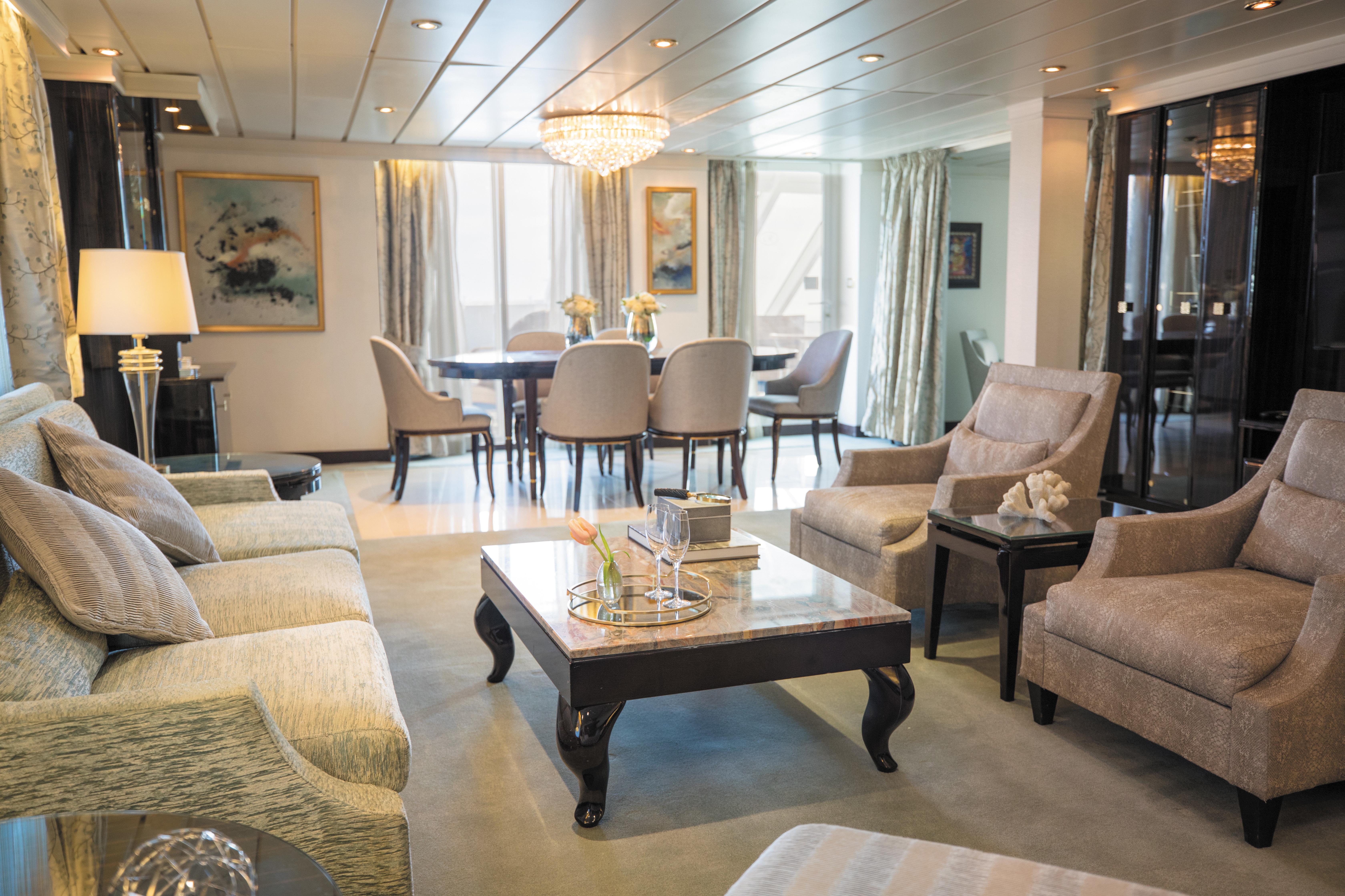 Regent Seven Seas Mariner - Master Suite