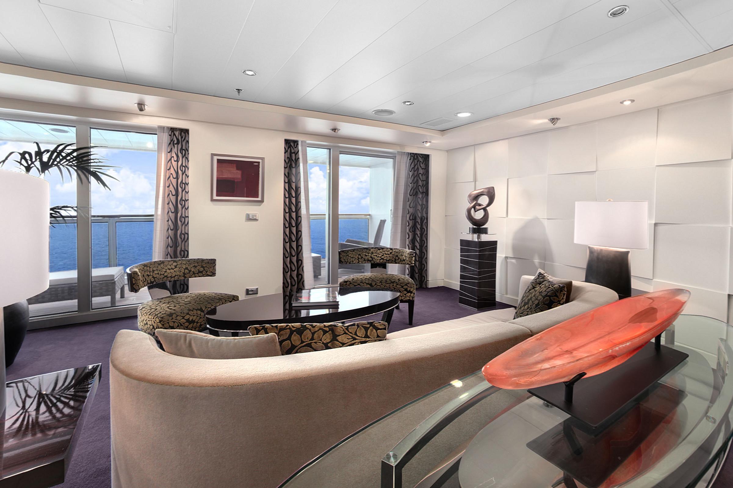 Oceania O Class - Oceania Suite living room