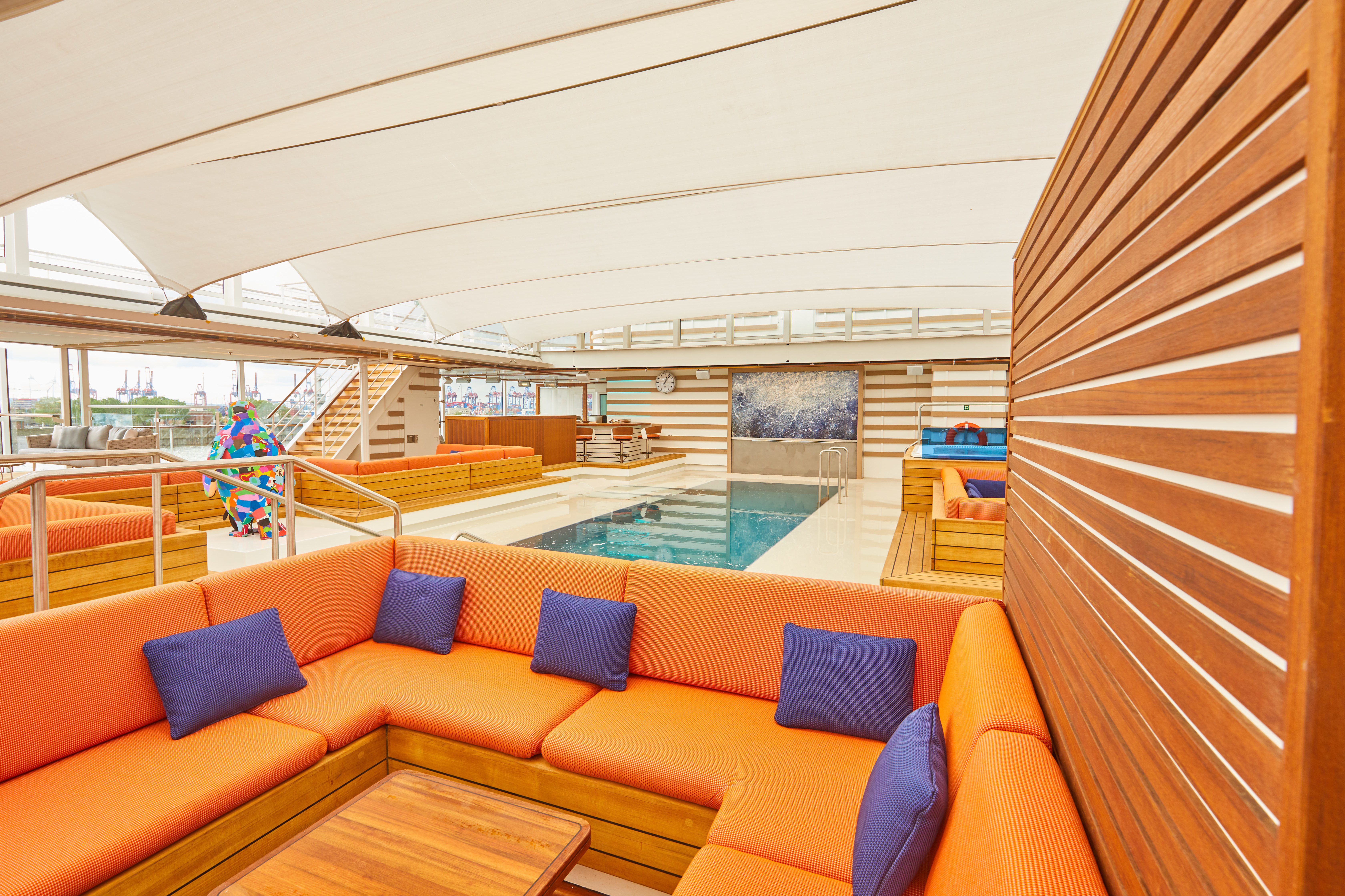 HANSEATIC nature - Pool deck