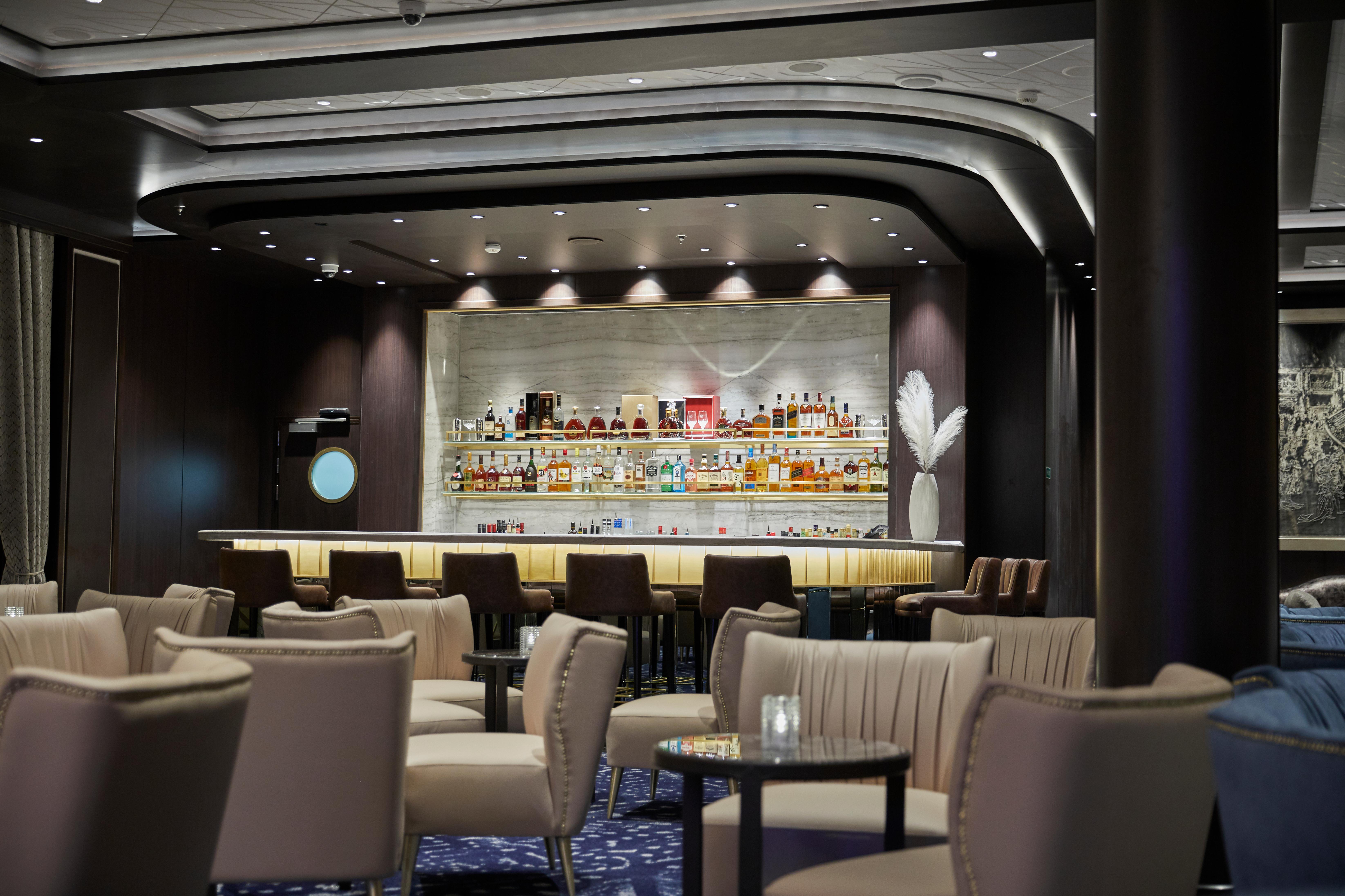 Regent Seven Seas Splendor - Splendor Lounge