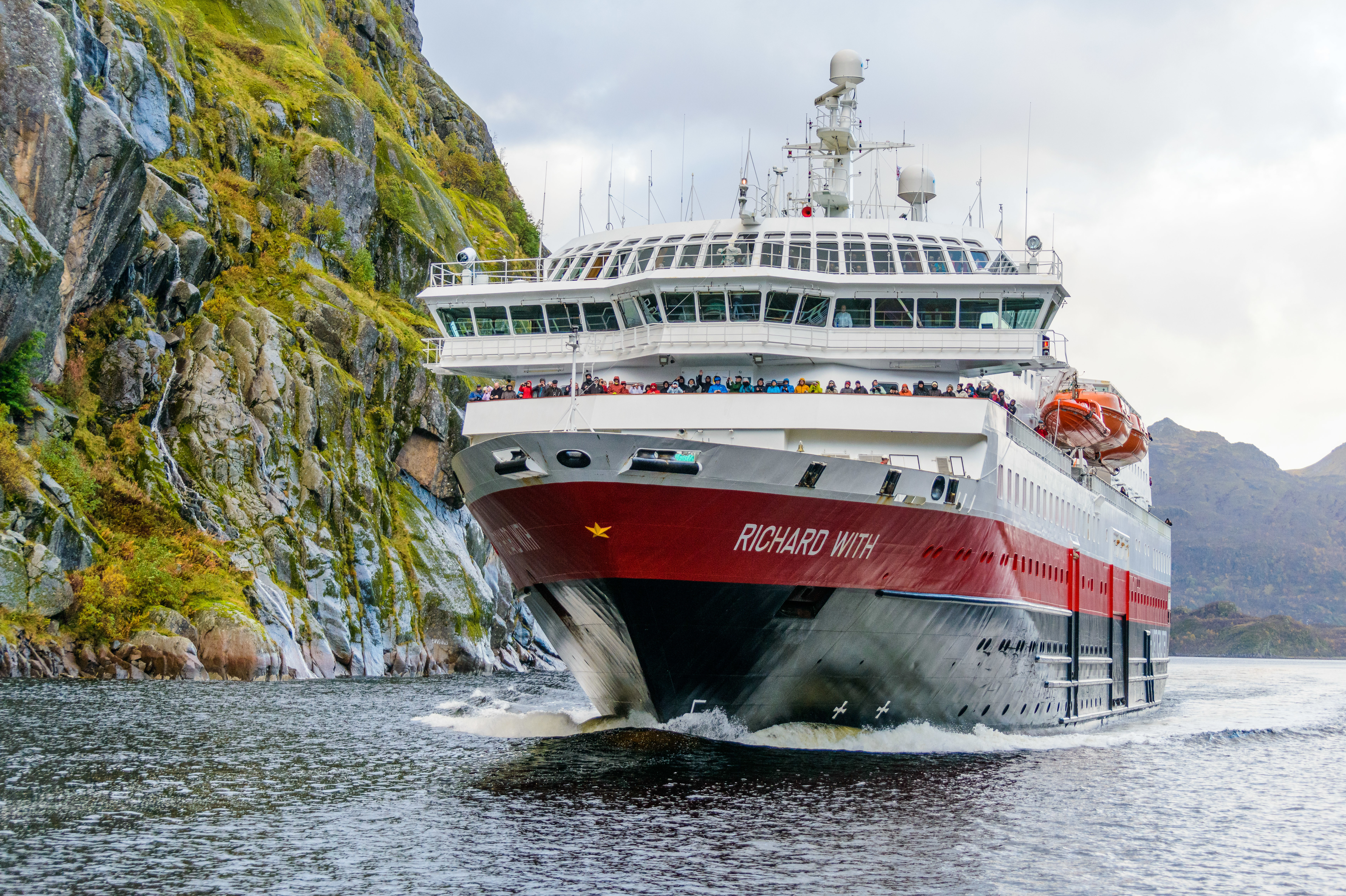 Hurtigruten - MS Richard With in Trollfjord