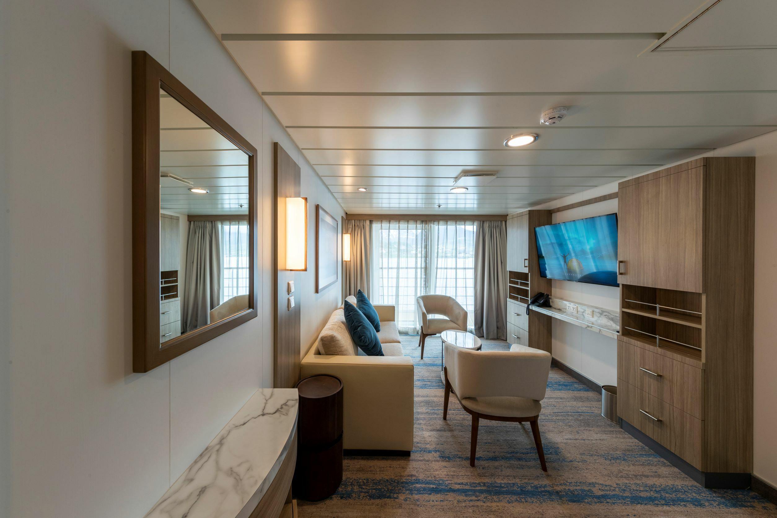 Captain's Suite lounge