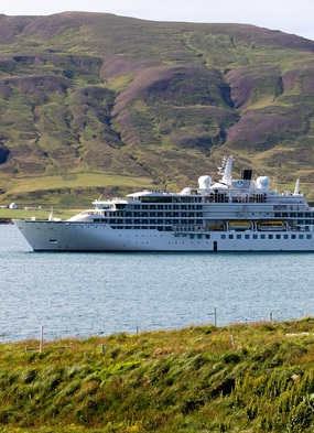 Crystal Endeavor in Iceland - Read our review to find out more