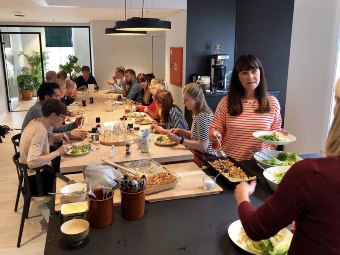 Ove og Anniken i Ypper lager deilig og variert mat til folka på kontoret og alle gjestene som er innom i kundemøter og på arrangementer.