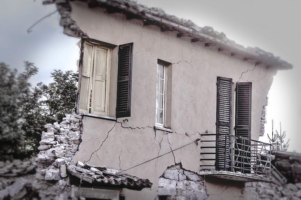terremoto-casa-simbolo (foto c. AP)