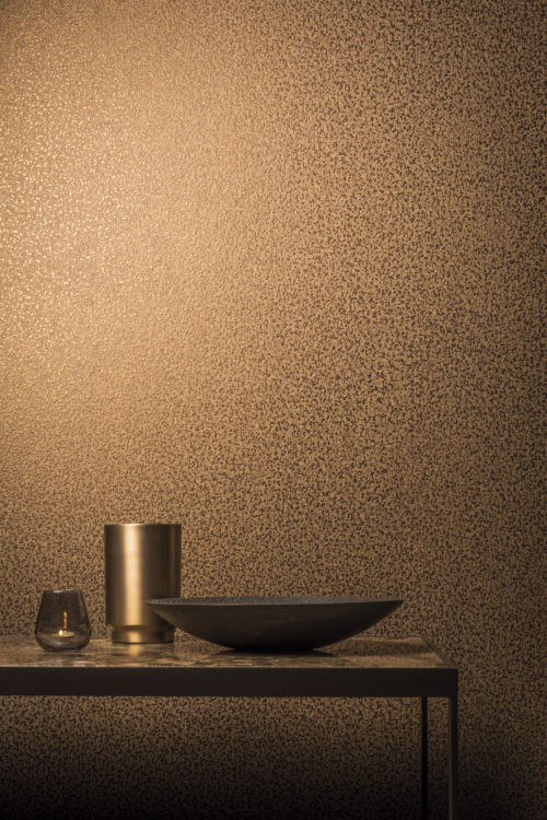 In the Capiz wallcovering collection, for each capiz item a group of matching nonwoven wallcoverings was created, making it possible to alternate colours and textures, structures and material. In this picture: a simili-plain design with an effect of hammered leather in copper.
