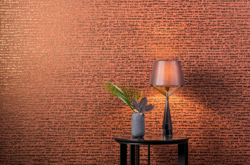 This wallcovering is a non-woven with a dotted stripe. The impressive colour of burnt orange makes you think of sunsets and coctails. The bronze foil reflects the light beautifully.
